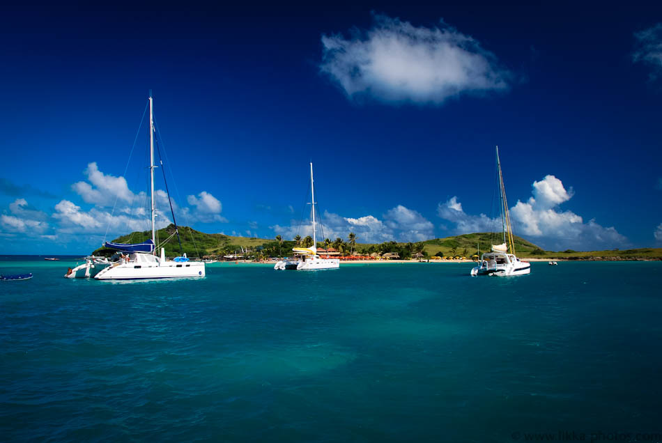 Pinel Island, ideal for hopping and catamaraning from St. Maarten.